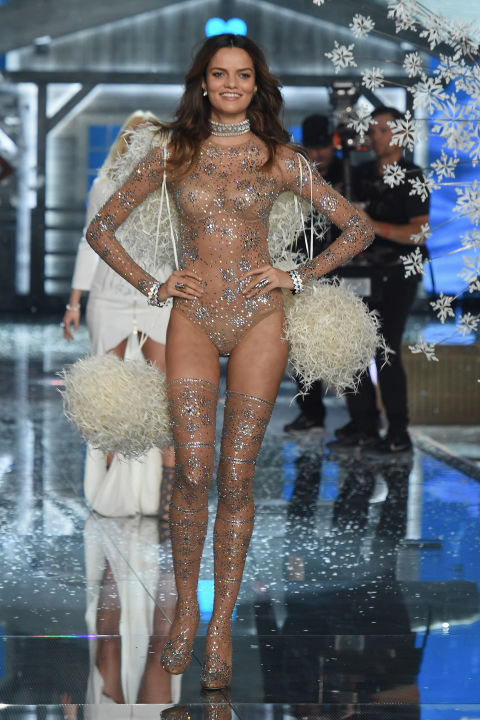 Dàn mẫu nội y cực gợi cảm trong show Victoria's Secret - 42