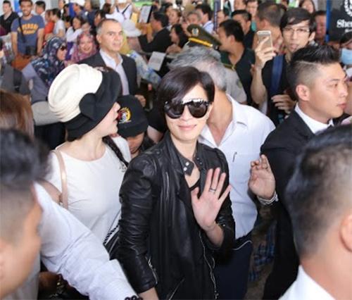 Xa Thi Mạn vất vả vượt vòng vây fan Việt - 5
