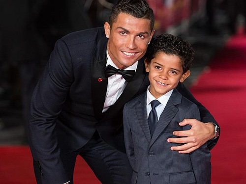 Rocker Phạm Anh Khoa gặp siêu sao Ronaldo tại London - 2