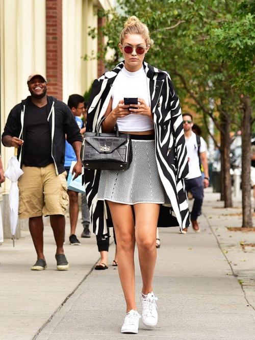 """4 món đồ """"tủ"""" khiến Gigi Hadid chăm chỉ diện ra phố - 5"""