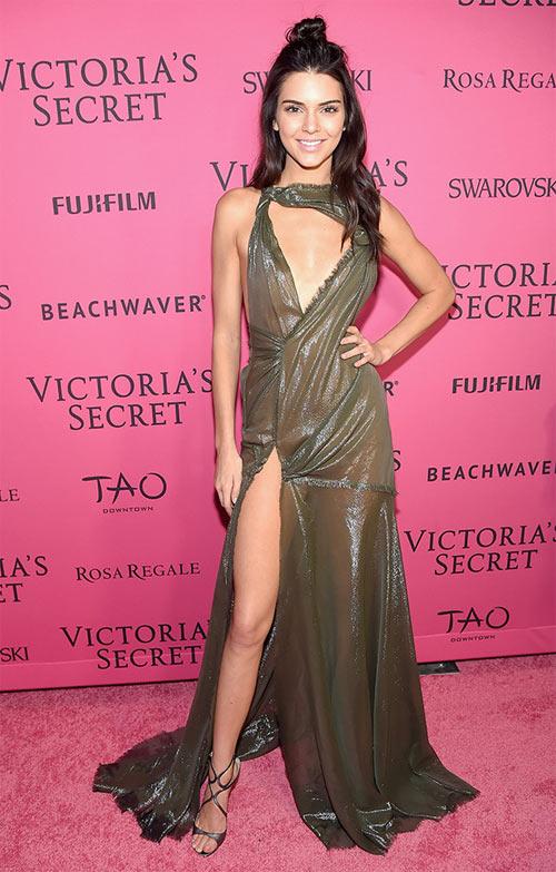 """""""Hot girl Hollywood"""" gây sốc với bộ váy mỏng như không - 3"""