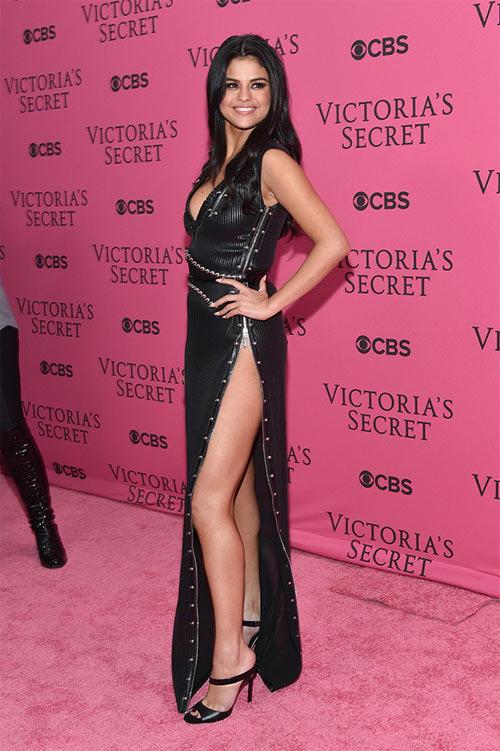 """""""Hot girl Hollywood"""" gây sốc với bộ váy mỏng như không - 15"""