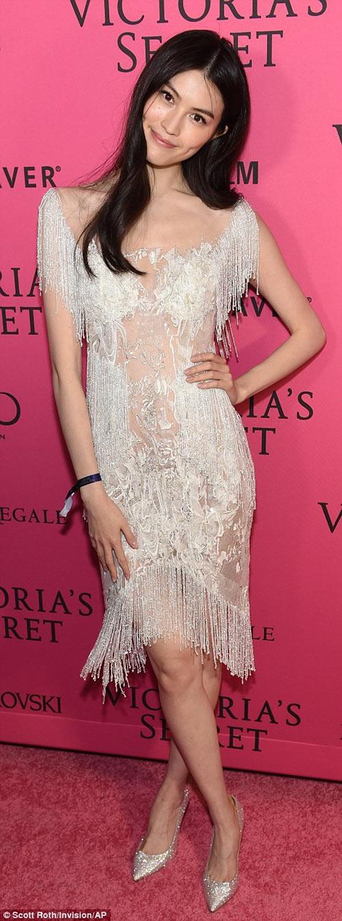 """""""Hot girl Hollywood"""" gây sốc với bộ váy mỏng như không - 17"""