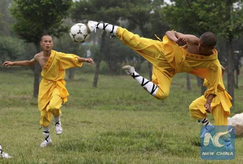 Đội bóng Thiếu Lâm mơ bá chủ bóng đá thế giới - 1