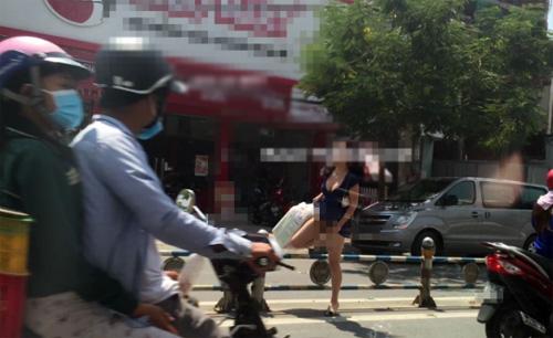 """""""Phát hoảng"""" với trang phục táo bạo của thiếu nữ trên phố - 3"""