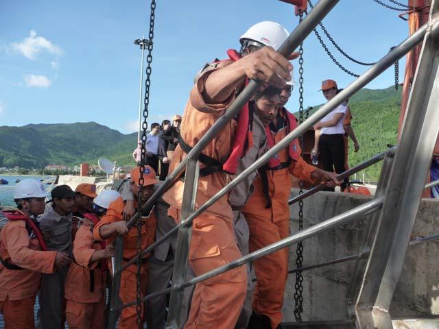 Ngư dân thều thào kể lại 4 ngày trôi dạt trên biển - 2