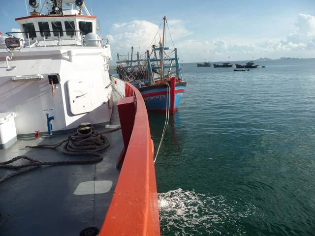 Ngư dân thều thào kể lại 4 ngày trôi dạt trên biển - 1