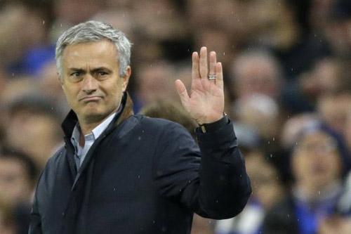 Chuyện Chelsea: Sa thải Mourinho là có... cúp - 1
