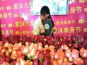 Tình yêu - Giới tính - Để thoát kiếp F.A, chàng trai chuẩn bị 1111 bông hoa tỏ tình