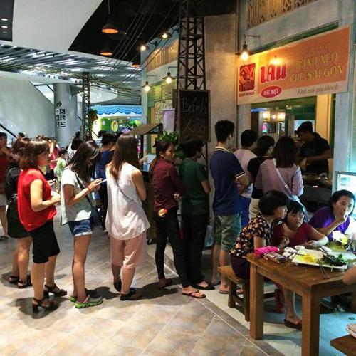 Giới trẻ Hà thành thích thú mua đồ ăn bằng tem phiếu - 1