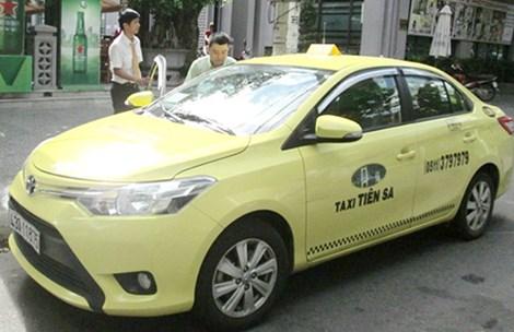 Taxi mâu thuẫn, dân nhậu tự lo đường về - 1