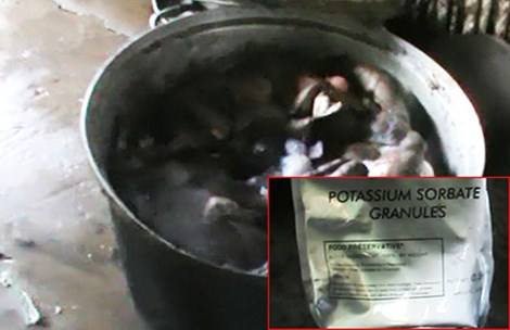 Khô bò làm từ phổi heo và hóa chất - 1