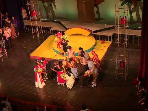 Minh Béo ngất xỉu trên sân khấu, phải đi cấp cứu - 2