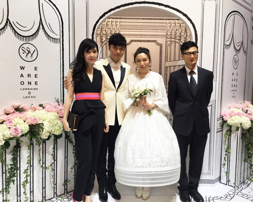 Cổ Cự Cơ hôn bạn gái 21 năm trong tiệc cưới hoành tráng - 12