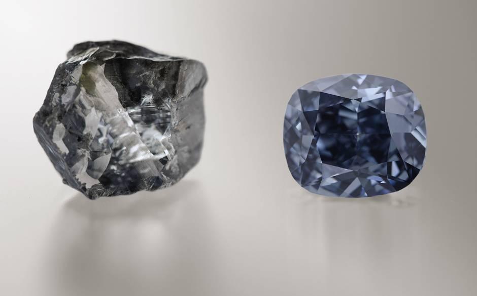 Viên kim cương Mặt trăng Xanh giá kỷ lục 48,7 triệu USD - 1