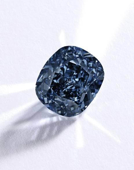 Viên kim cương Mặt trăng Xanh giá kỷ lục 48,7 triệu USD - 3