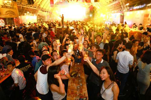 Hàng nghìn người Sài Gòn hào hứng tham gia lễ hội bia - 1