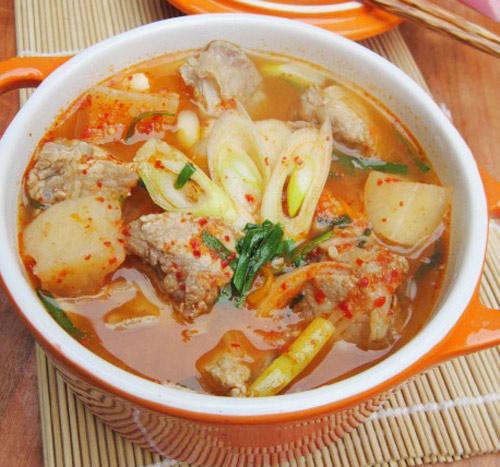 Canh kim chi củ cải nấu sườn cay cay nóng hổi - 2