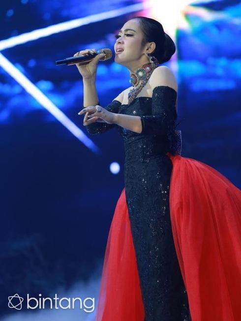 Bất ngờ với nữ ca sĩ Indonesia giống hệt Lý Nhã Kỳ - 8