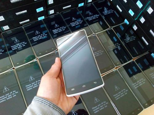 Điện thoại độc, lạ giá 3.800.000 đồng - 3