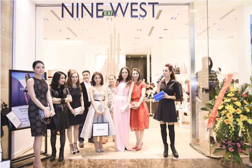 Dàn sao xúng xính đi dự tiệc khai trương Nine West - 1