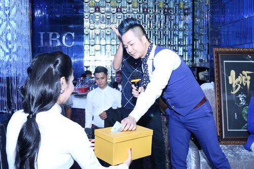 Quyền Linh kêu gọi được 200 triệu ủng hộ DV Nguyễn Hoàng - 8