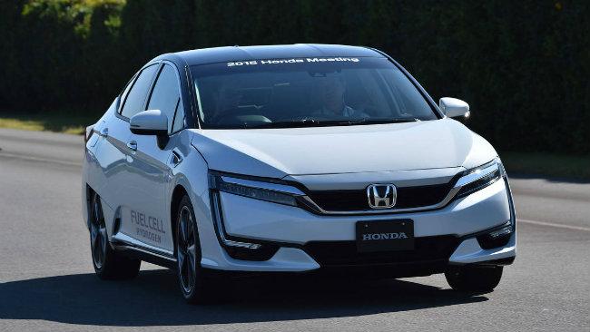 Xe hơi chạy khí hydro được CEO của Honda Takahiro Hachigo gọi là một công nghệ tối tân mà công ty đang theo đuổi.