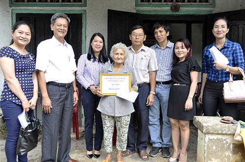 Công nhân, hộ nghèo Đồng Nai xúc động nhận quà từ Deca.vn - 2