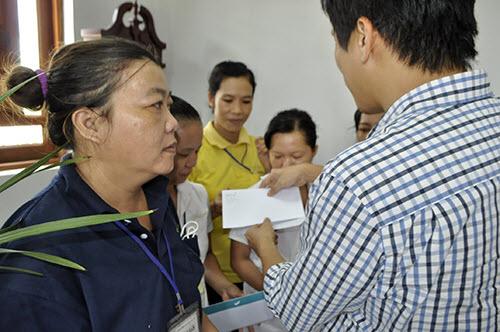 Công nhân, hộ nghèo Đồng Nai xúc động nhận quà từ Deca.vn - 7