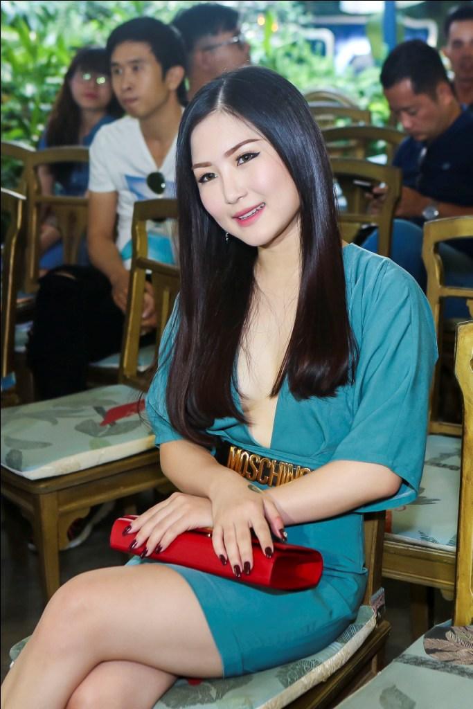 Hương Tràm, Bích Hữu xinh đẹp bên Cao Thái Sơn - 5