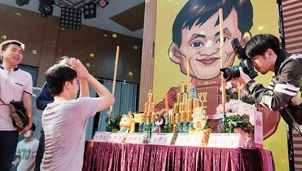 Chủ shop online lập bàn thờ cầu... Jack Ma phù hộ - 1