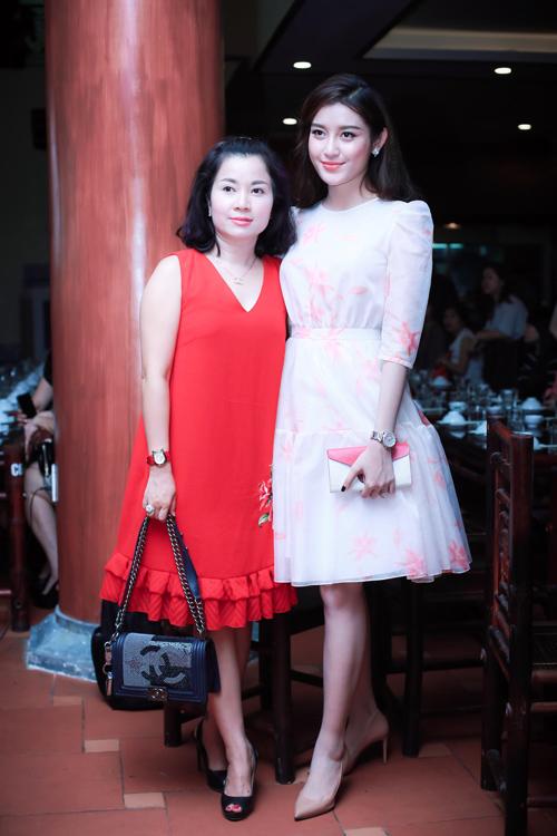 """""""Hotgirl cảnh nóng"""" Linh Miu mặc kín bưng vẫn đẹp - 3"""
