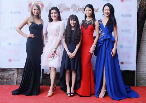 """""""Hotgirl cảnh nóng"""" Linh Miu mặc kín bưng vẫn đẹp - 4"""