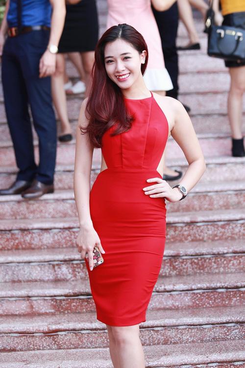 """""""Hotgirl cảnh nóng"""" Linh Miu mặc kín bưng vẫn đẹp - 6"""