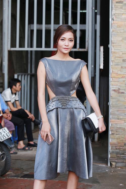 """""""Hotgirl cảnh nóng"""" Linh Miu mặc kín bưng vẫn đẹp - 10"""