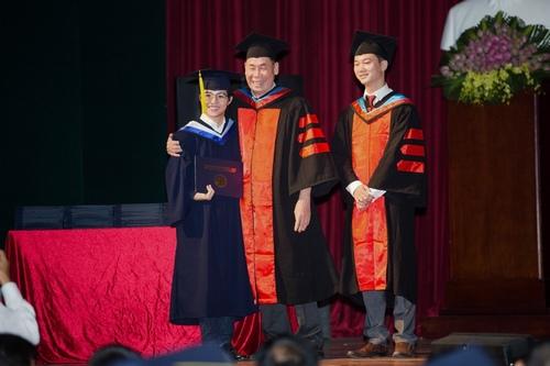 Vũ Cát Tường nhận bằng giỏi Đại học quốc tế - 5