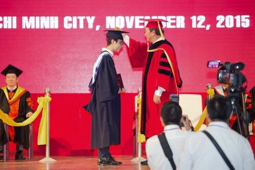 Vũ Cát Tường nhận bằng giỏi Đại học quốc tế - 6