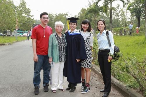 Vũ Cát Tường nhận bằng giỏi Đại học quốc tế - 2