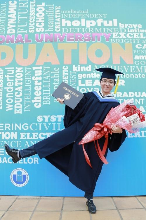 Vũ Cát Tường nhận bằng giỏi Đại học quốc tế - 10