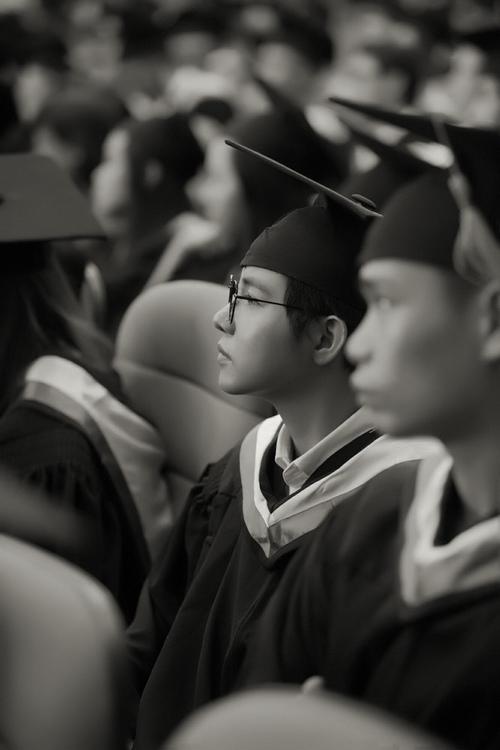 Vũ Cát Tường nhận bằng giỏi Đại học quốc tế - 4
