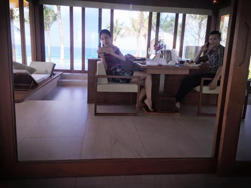 Facebook sao 13/11: Thủy Tiên khoe eo thon bên ông xã - 2