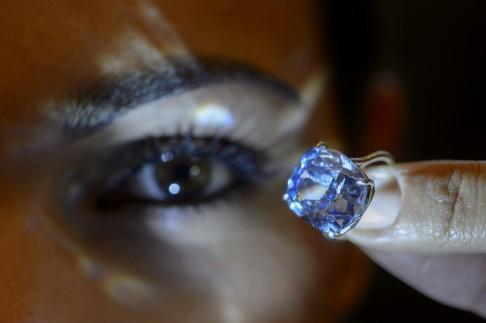 Lộ diện tỉ phú mua kim cương nghìn tỉ tặng con gái cưng - 3