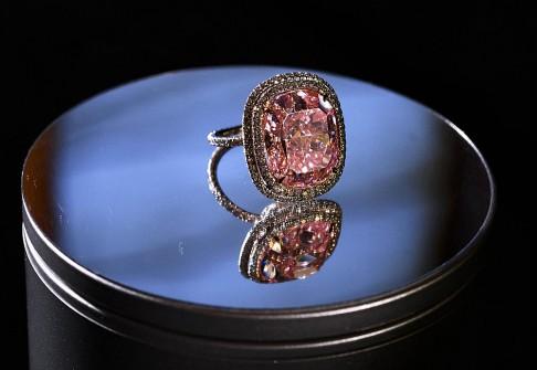 Lộ diện tỉ phú mua kim cương nghìn tỉ tặng con gái cưng - 2