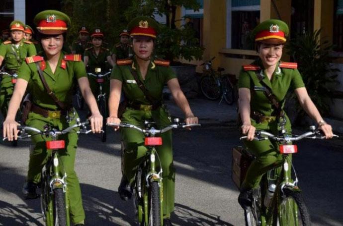 Ngắm cảnh sát Huế tuần tra bằng xe đạp - 1