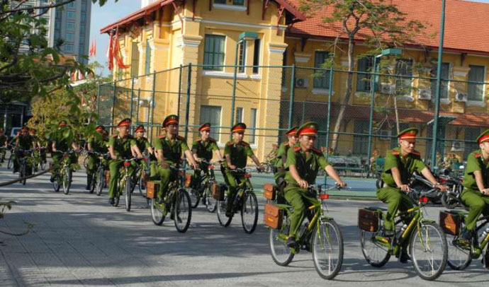 Ngắm cảnh sát Huế tuần tra bằng xe đạp - 2