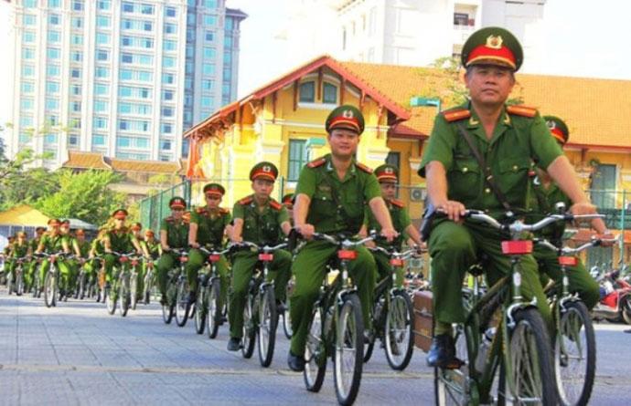 Ngắm cảnh sát Huế tuần tra bằng xe đạp - 3