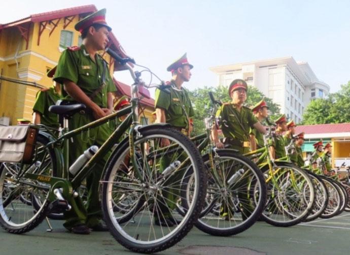 Ngắm cảnh sát Huế tuần tra bằng xe đạp - 4