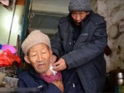 Bạn trẻ - Cuộc sống - Cảm động người đàn ông mắc ung thư cưu mang lão ăn xin