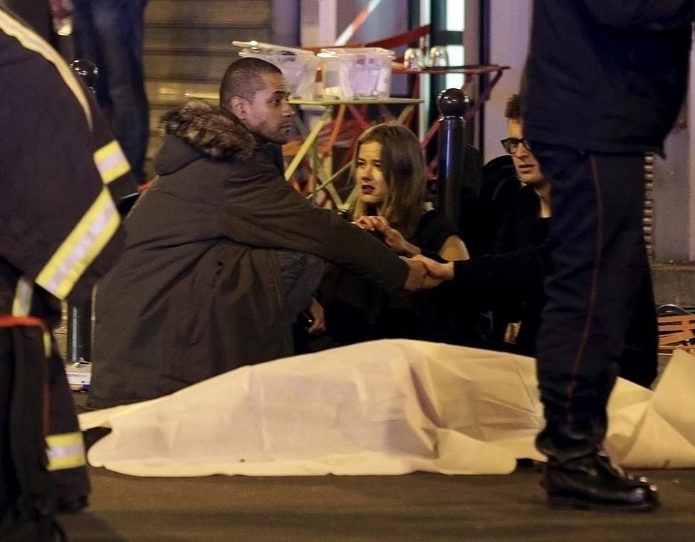 Tang thương hiện trường vụ tấn công hàng loạt ở Paris - 1