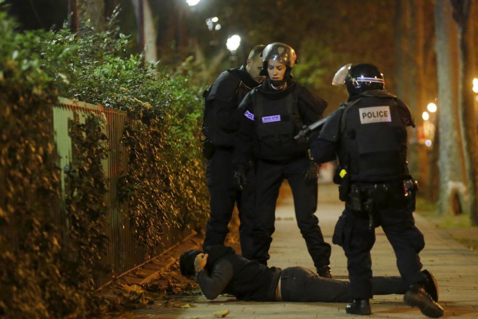 Tang thương hiện trường vụ tấn công hàng loạt ở Paris - 9